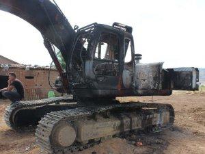 PKK iş makinesi yaktı!