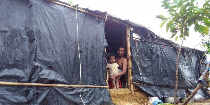 Fırtınada mültecilerin kaldığı barınaklar yıkıldı