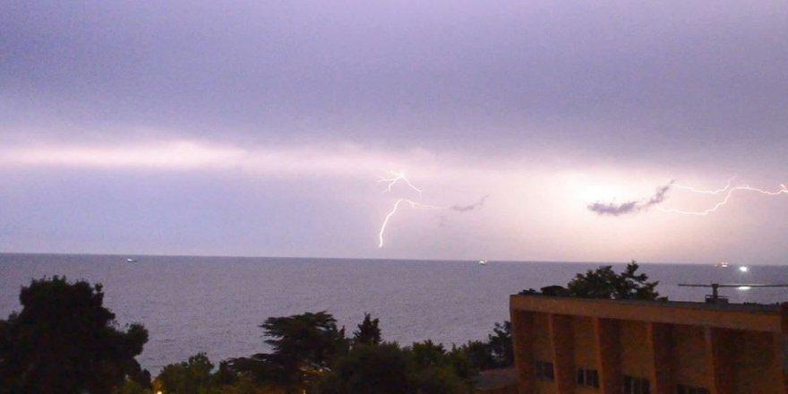 Şimşekler, Marmara'yı aydınlattı