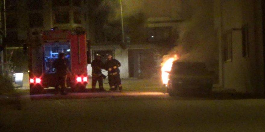 Çalıntı otomobil alev alev yandı