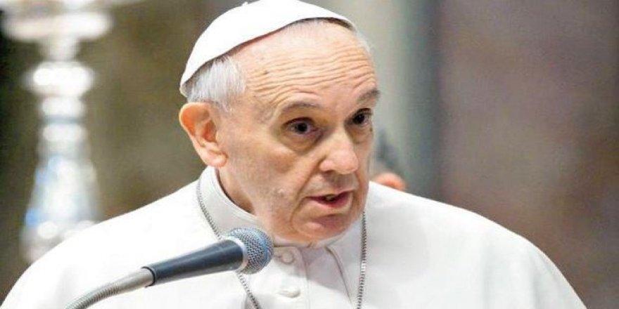 Papa ateş püskürdü!
