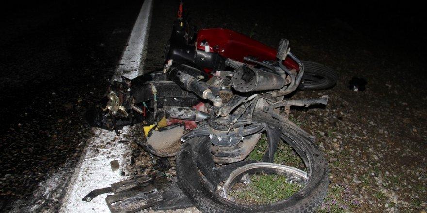 Sürüklenen motosikletteki 2 kişi yaralandı