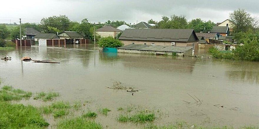 180 evi su bastı