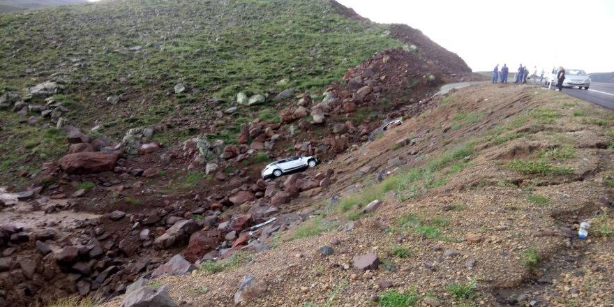 Yoldan çıkan araç şarampole uçtu: 5 yaralı