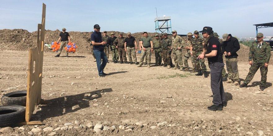 Dost ve kardeş ülkelerin polisine eğitim