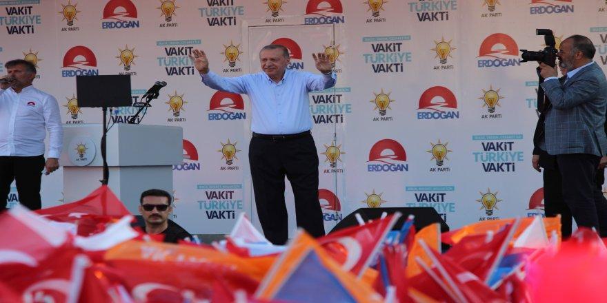 """Erdoğan: """"Sandığın rengi belli olunca çamura yatmaya başlıyorlar"""""""