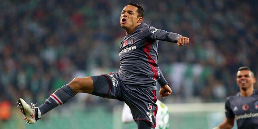 Adriano'ya İspanya'dan sürpriz talip!
