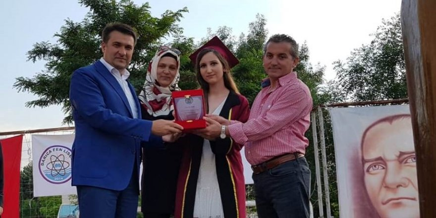 Darıca Fen Lisesi, ilk mezunlarını verdi