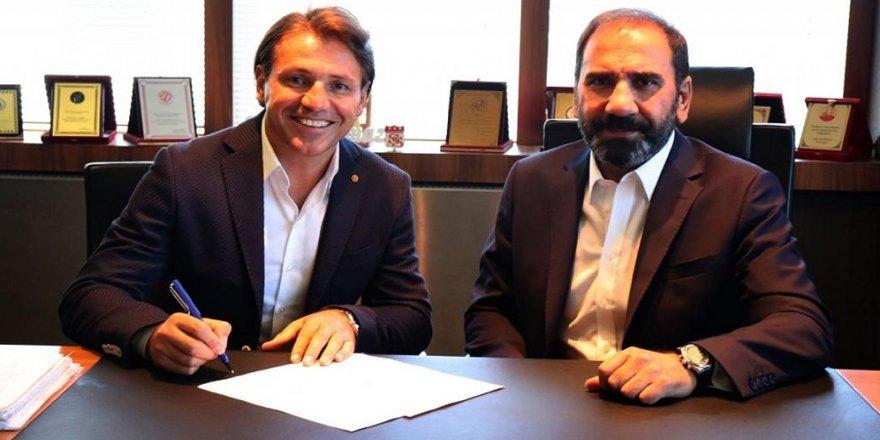Tamer Tuna ile 1 yıllık sözleşmeyi imzaladı