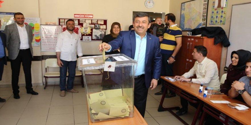 Karabacak, Aslan Çimento'da oy kullanacak