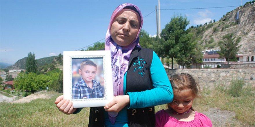 kayıp olan çocuklarından gelecek haberi bekliyorlar