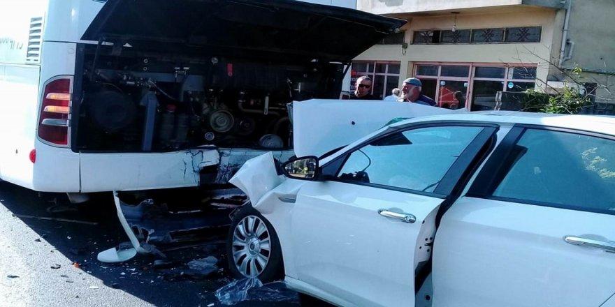 Otomobil yolcu otobüsüne çarptı: 1 ölü