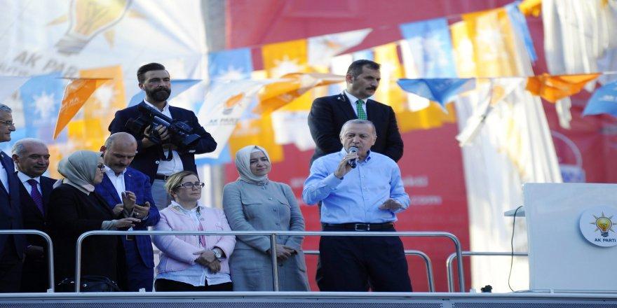 """Cumhurbaşkanı Erdoğan: """"Erbakan hoca mezardan çıkıp gelse, ilk bunları mezara gömer"""""""