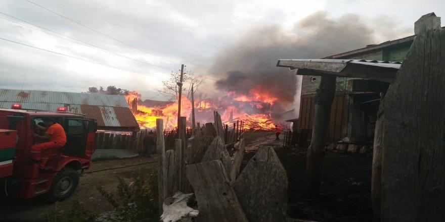 Halen devam eden yangında 6 ev yandı