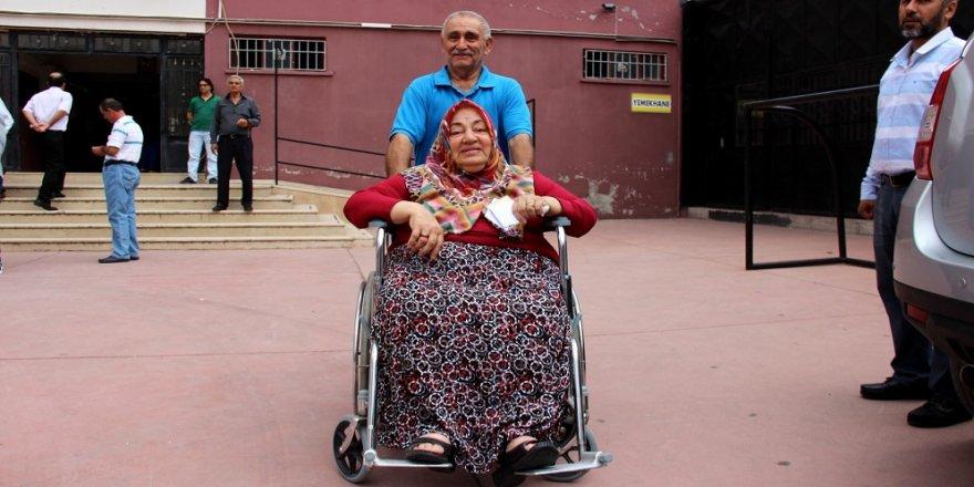 Oy kullanmak için 500 kilometre yol kat etti