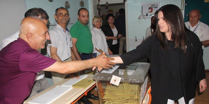 Bakan Sarıeroğlu, oyunu Adana'da kullandı