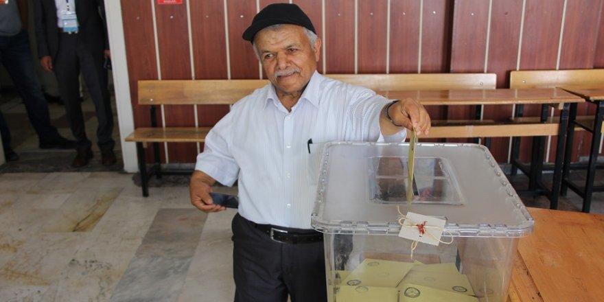Boyu oy kullanmaya engel olmadı