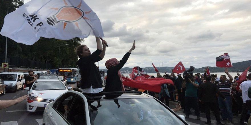 AK Partililer, Huber Köşkü'ne akın etti