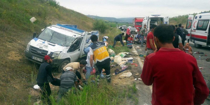 Tarım işçilerini taşıyan kamyonet kaza yaptı