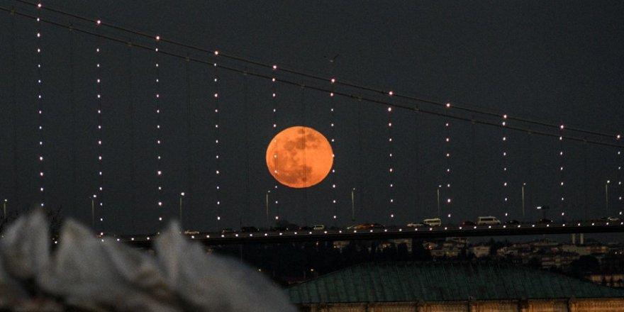 Asrın en uzun Kanlı Ay Tutulması için geri sayım başladı