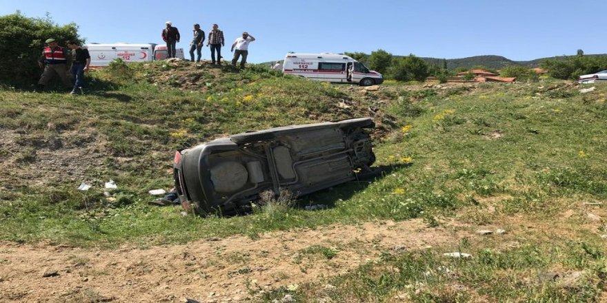 Araç şarampole yuvarladı: 1 ölü, 2 yaralı