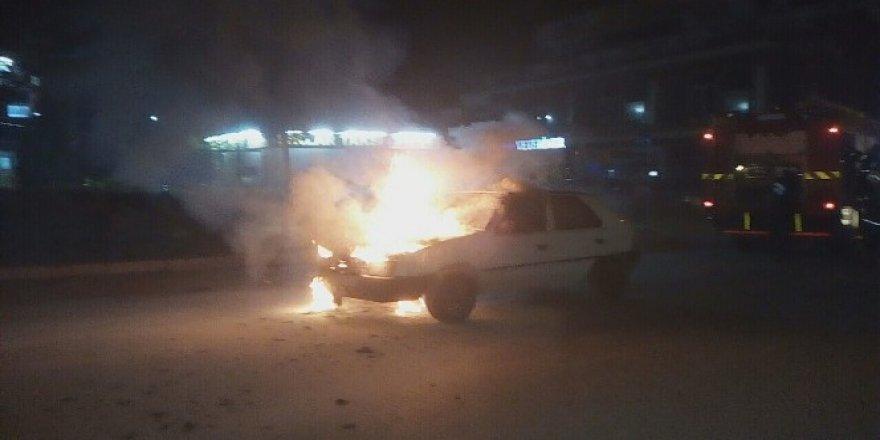 LPG'li araca benzin koyunca alev alev yandı