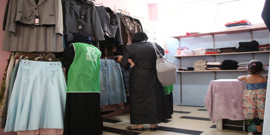 Afrinli ailelerin kıyafetleri Türkiye'den