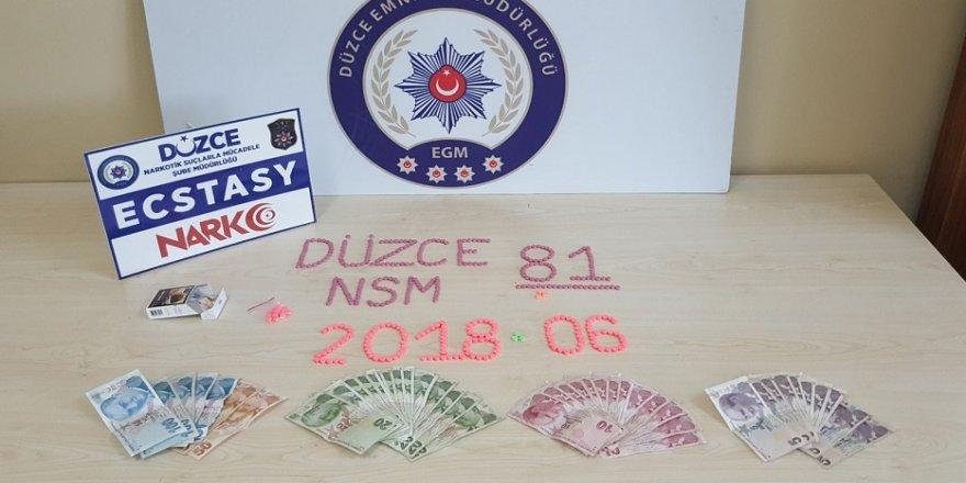 442 adet uyuşturucu hap yakaladı
