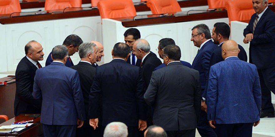 Kılıçdaroğlu ve Bahçeli TBMM'de sohbet etti