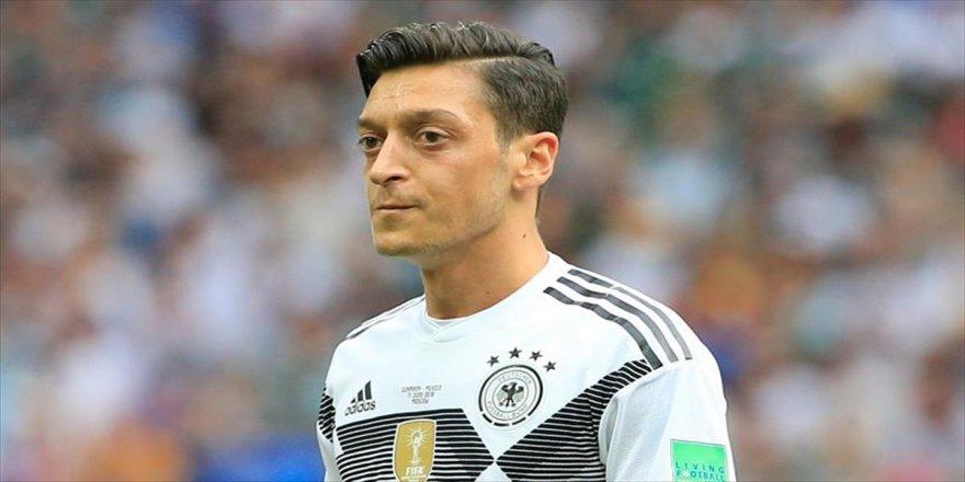 Mesut Özil, Türk Milli Takımı'nda oynayabilir mi?