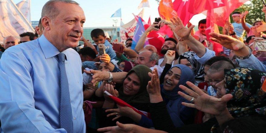 KKTC'de Cumhurbaşkanı Erdoğan'a sevgi seli
