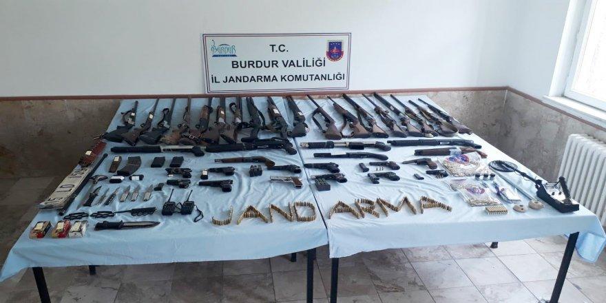 3 ilde eş zamanlı 'yasadışı silah ticareti' operasyonu: 9 gözaltı