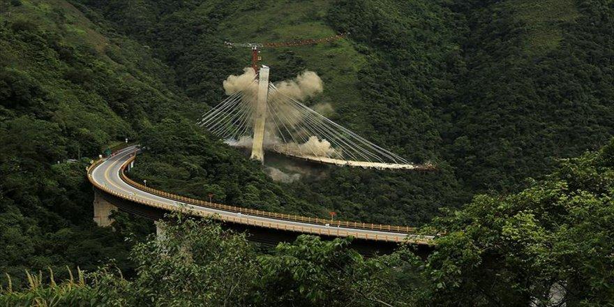 Köprü inşaatı patlayıcılarla yıkıldı