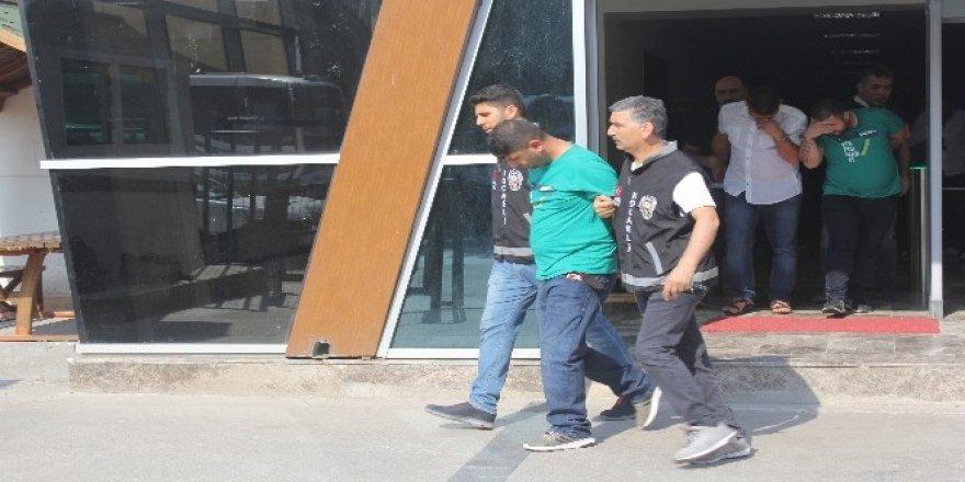 Çaldıkları paralarla Antalya'da tatile giden hırsızlar, dönüş yolunda yakalandı