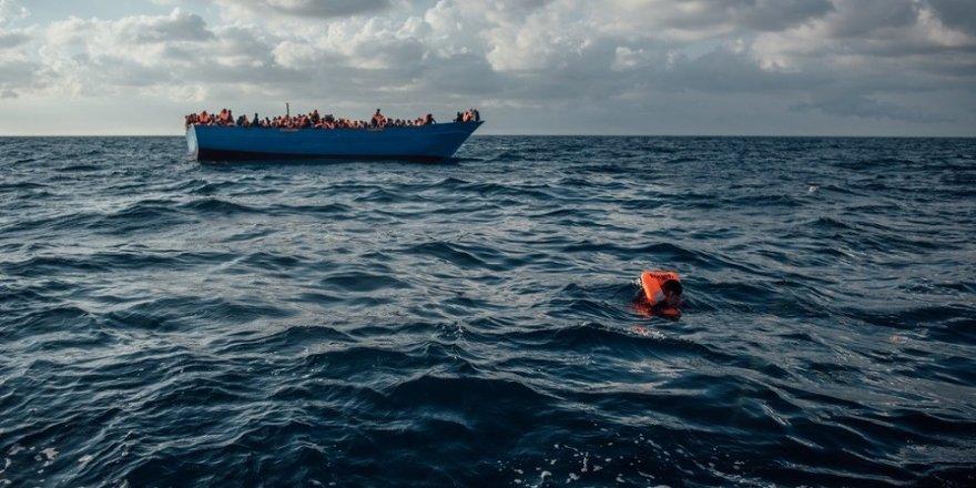 Mülteci gemisi battı: 16 ölü