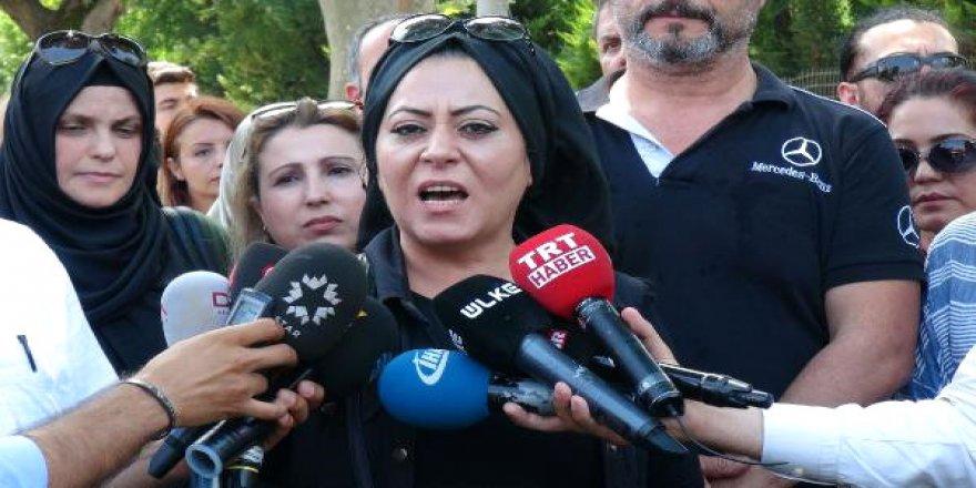 Adnan Oktar'a destek eylemi: 'Milyar tane evladımı ona feda ederim'