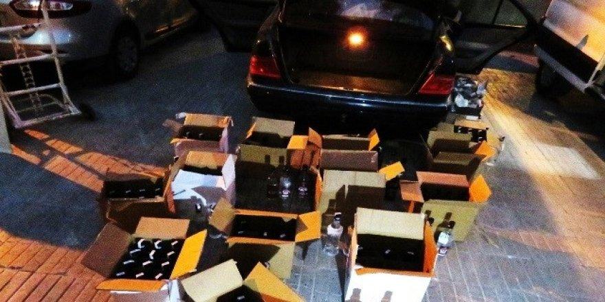 Otomobilden 204 şişe kaçak içki çıktı