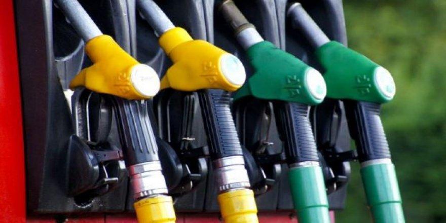 Benzine indirim fiyatlara yansımadı