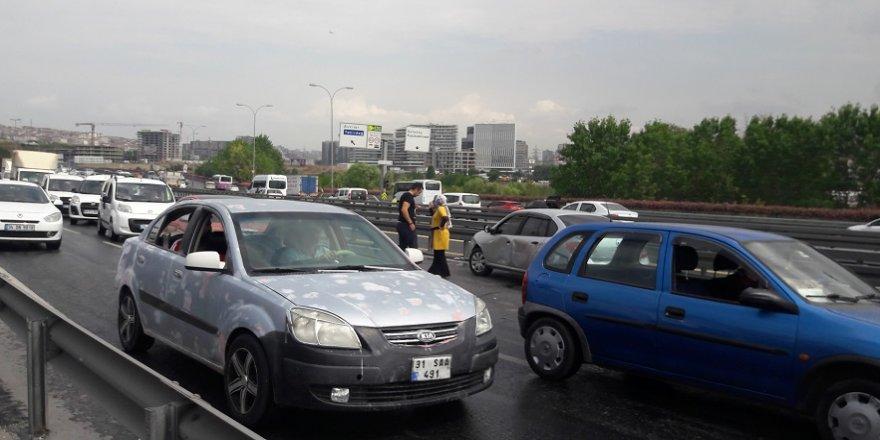 Yağmur zincirleme kaza getirdi