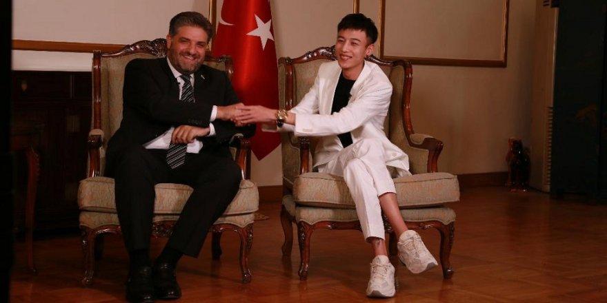 Çinli şarkıcı 'Türkiye Fahri Turizm Elçisi' oldu