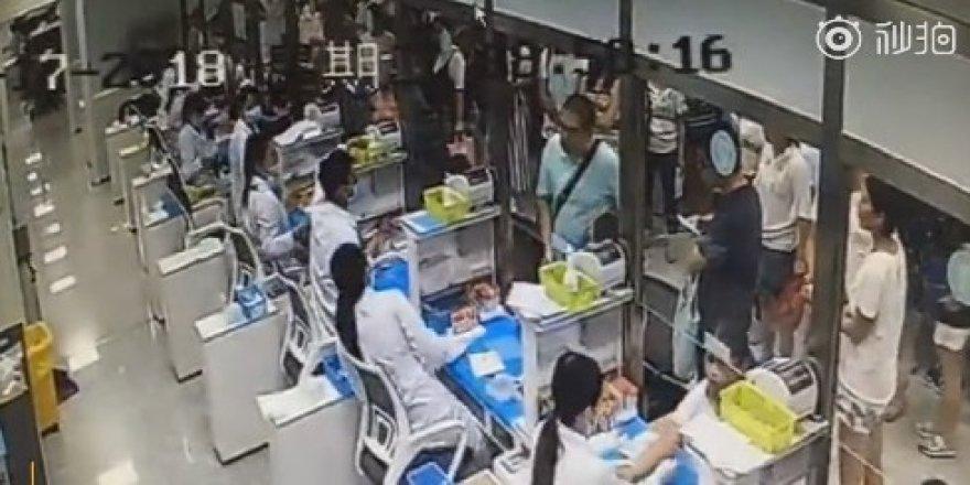 Çinli akademisyenden hastane personeline saldırı