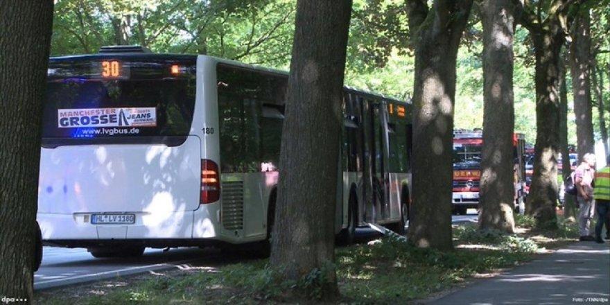 Otobüste bıçaklı saldırı