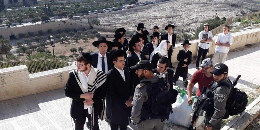 İsrail polisi, tarihi Müslüman mezarlığına baskınlarını sürdürüyor