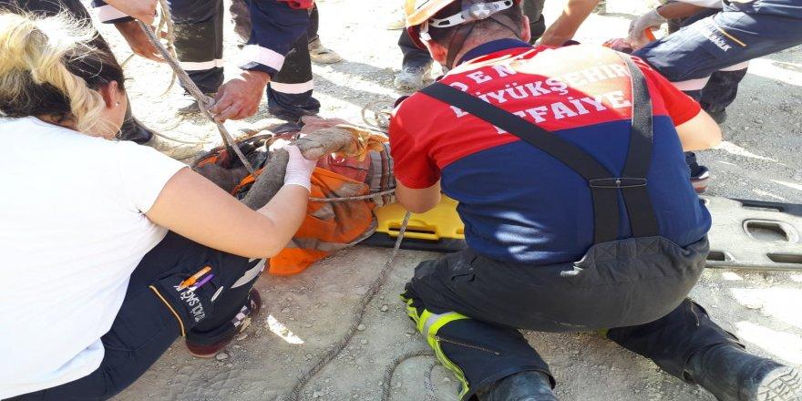 30 metrelik çukura düşen inşaat işçisini itfaiye kurtardı