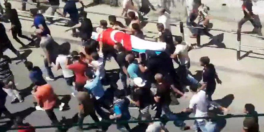 Filistinli gencin naaşı Türk bayrağına sarıldı