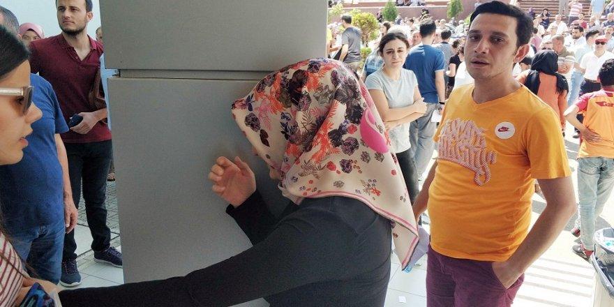 KPSS'ye geç kalanlar gözyaşı döküp isyan etti