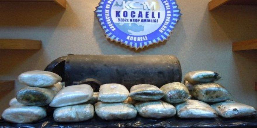 Kocaeli'de 25 kilo esrar ele geçirildi