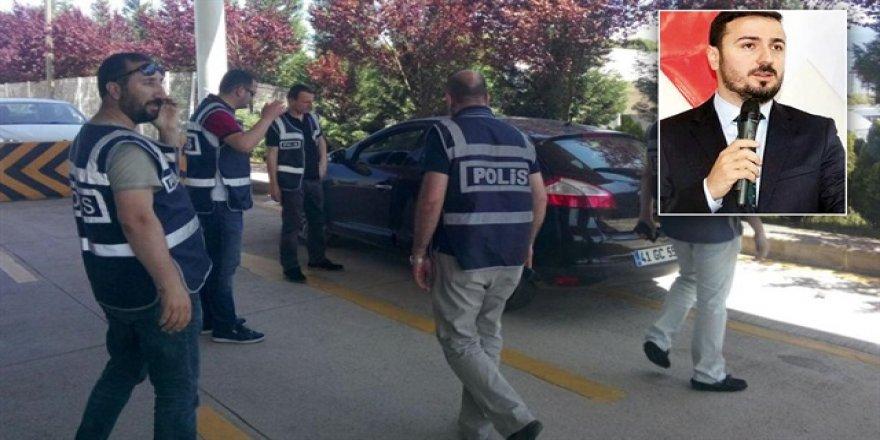 Polislere aracını aratmayan müdür istifa etti