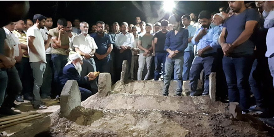 Boğulan 4 kadın yan yana gömüldü