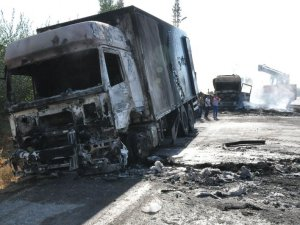 PKK 3 tır ile 1 kamyonu yaktı
